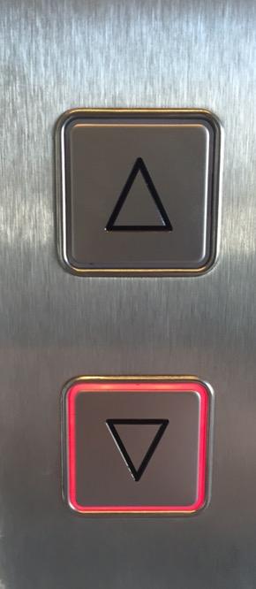 Papa, warum gibt es zwei Knöpfe um einen Aufzug zu holen?