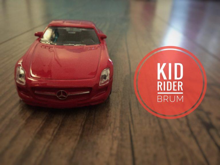 Ein Kind und sein Auto